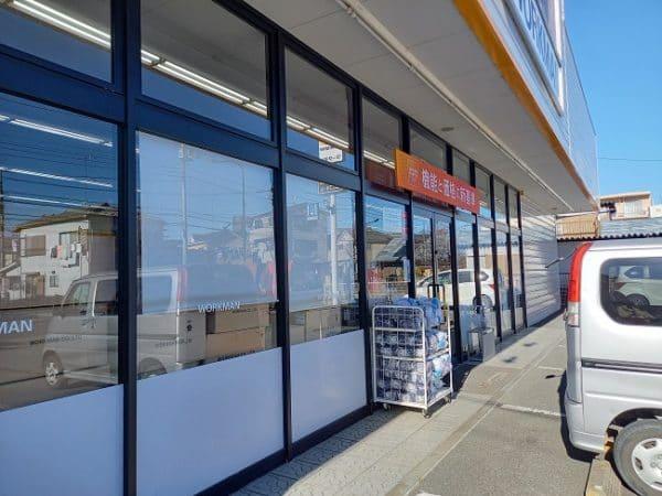 ワークマン店舗窓ガラス清掃。
